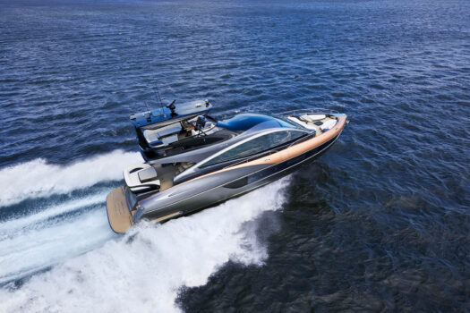 Jacht Lexusa LY 650